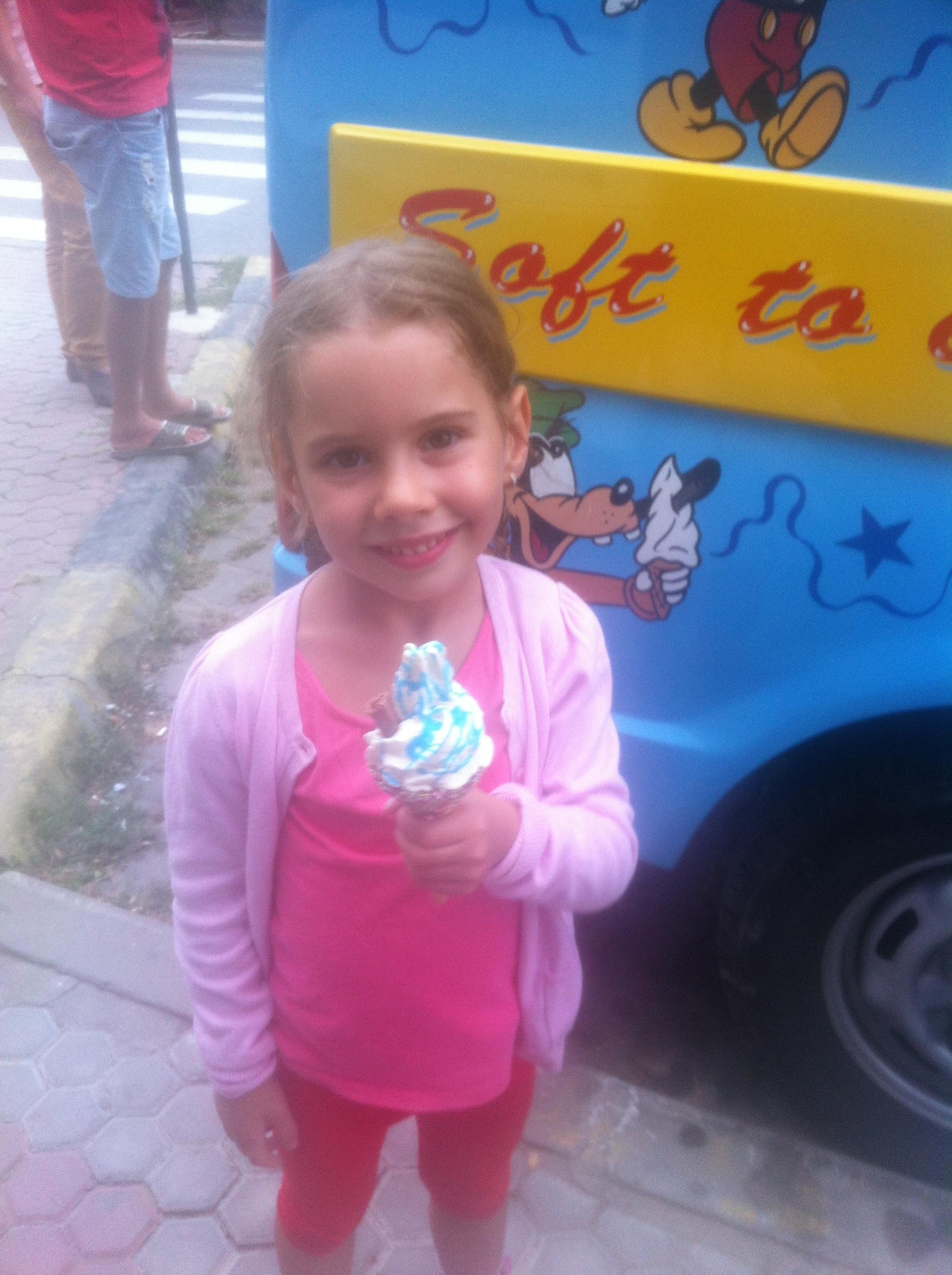 kid with ice-cream